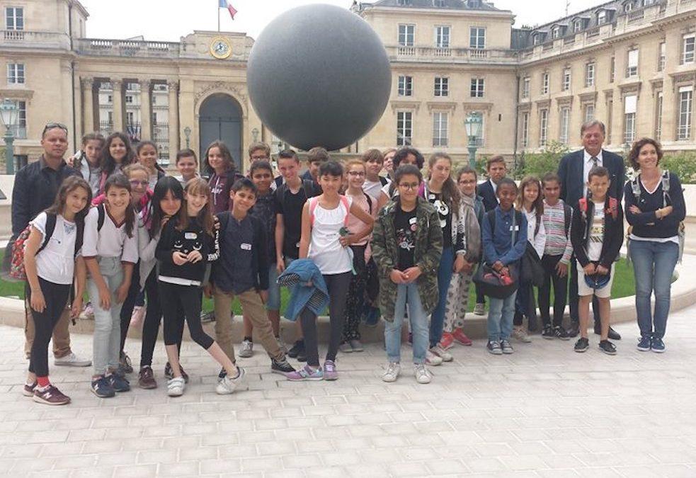 Dans le cadre du parlement des enfants,visite de l'Assemblée Nationale des élèves de CM2 de l'école Notre Dame du Bon Conseil d'Oullins